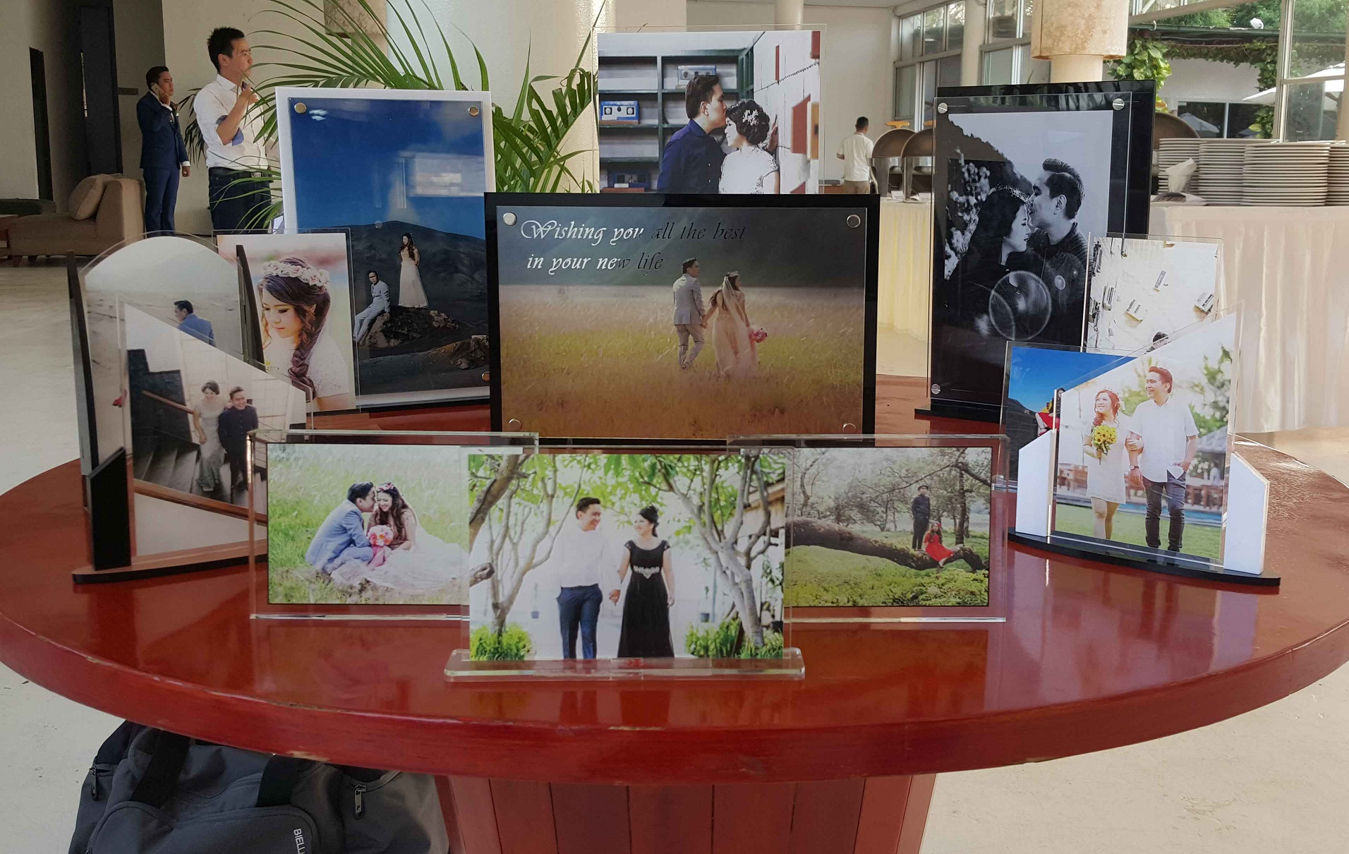 standee dan frame photo wedding